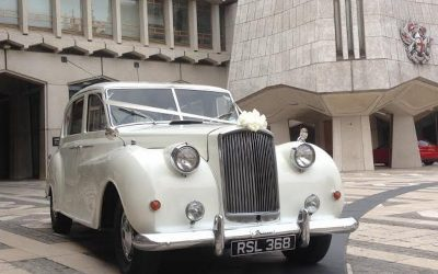 SHOULD YOU HIRE A WEDDING CAR? (WEDDING CAR HIRE IN CANARY WARF)