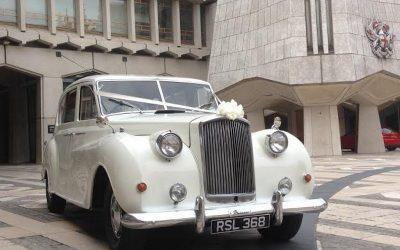 SHOULD YOU HIRE A WEDDING CAR? (WEDDING CAR HIRE IN CANARY WARF)